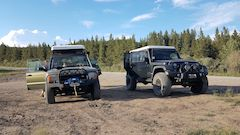 Rooftop tents on Land Rover and Jeep